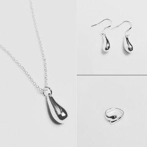 Jewelry - Silver teardrop set